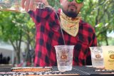 tito's vodka cocktail pouring at lollapalooza